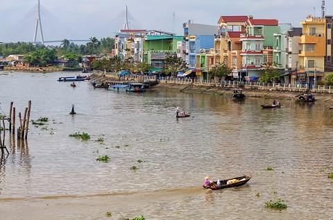 Nhà ven sông Cái Vồn, thuộc thị xã Bình Minh