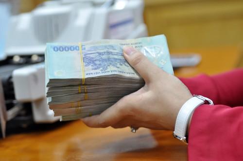 Hàng loạt vụ khách hàng báo mất tiền sau khi đã gửi vào ngân hàng gần đây.