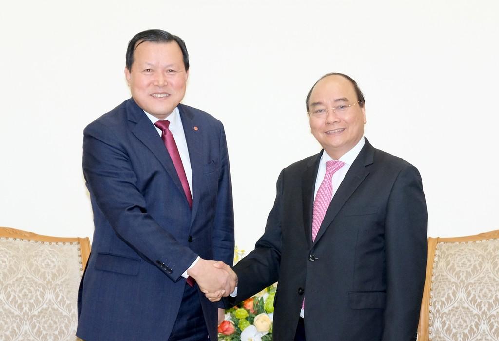 Thủ tướng Nguyễn Xuân Phúc tiếp ông Hwang Kag Gyu, Phó Chủ tịch Tập đoàn Lotte. Ảnh: VGP