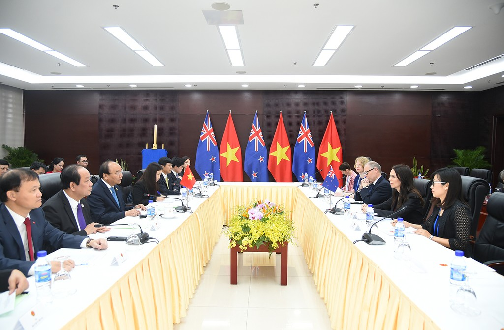Ngày 10/11/2017, Thủ tướng Nguyễn Xuân Phúc đã có cuộc gặp song phương với Thủ tướng New Zealand Jacinda Ardern nhân dịp bà Thủ tướng sang dự Hội nghị Cấp cao APEC 2017 tại Đà Nẵng. Ảnh: VGP
