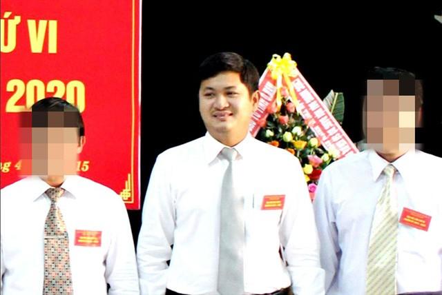 Ông Lê Phước Hoài Bảo (giữa) đã bị thu hồi toàn bộ các quyết định bổ nhiệm