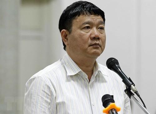 Bị cáo Đinh La Thăng trong ngày thứ hai của phiên tòa, 20/3. Ảnh: TTXVN