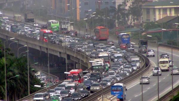 """Sở GTVT Hà Nội tiếp tục đề xuất """"nắn"""" lộ trình hơn 400 tuyến xe khách"""