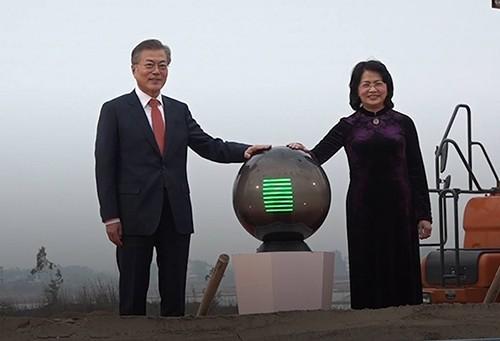 Tổng thống Moon Jae In và Phó chủ tịch nước Nguyễn Thị Ngọc Thịnh dự lễ động thổ V-KIST.