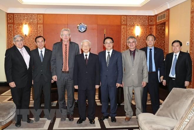 Tổng Bí thư Nguyễn Phú Trọng và Đoàn đại biểu Đảng Cộng sản Pháp do Bí thư toàn quốc của Đảng Pierre Laurent (thứ 3 từ trái sang) dẫn đầu. Ảnh: TTXVN