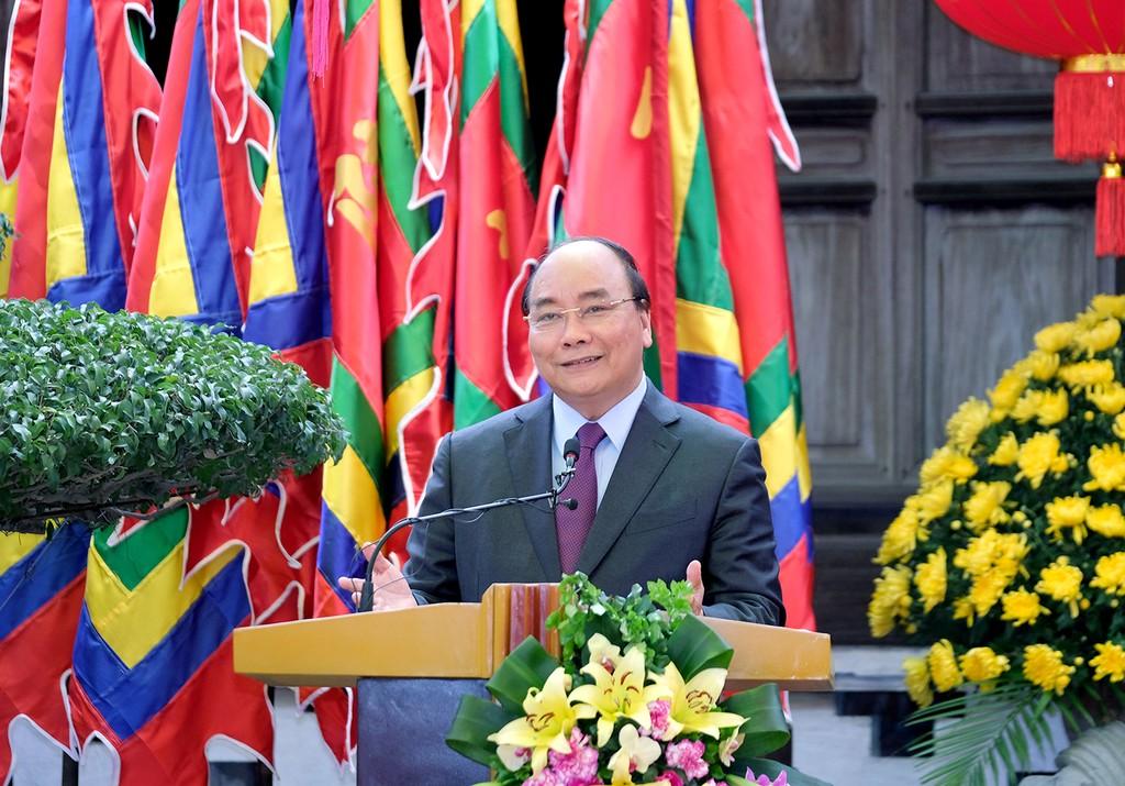 Thủ tướng Nguyễn Xuân Phúc phát biểu trong chuyến thăm Làng gốm Bát Tràng. Ảnh:VGP