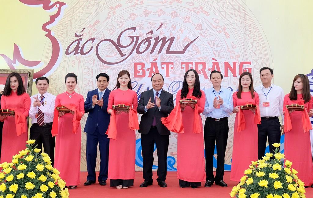 Thủ tướng thăm Làng gốm cổ Bát Tràng - ảnh 1