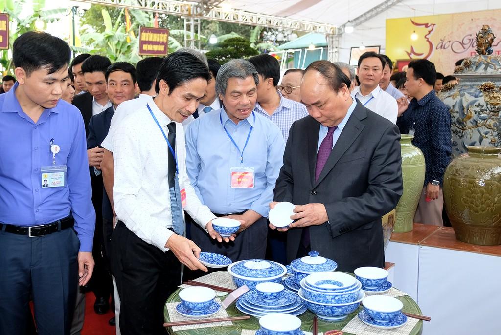 Thủ tướng thăm Làng gốm cổ Bát Tràng - ảnh 2