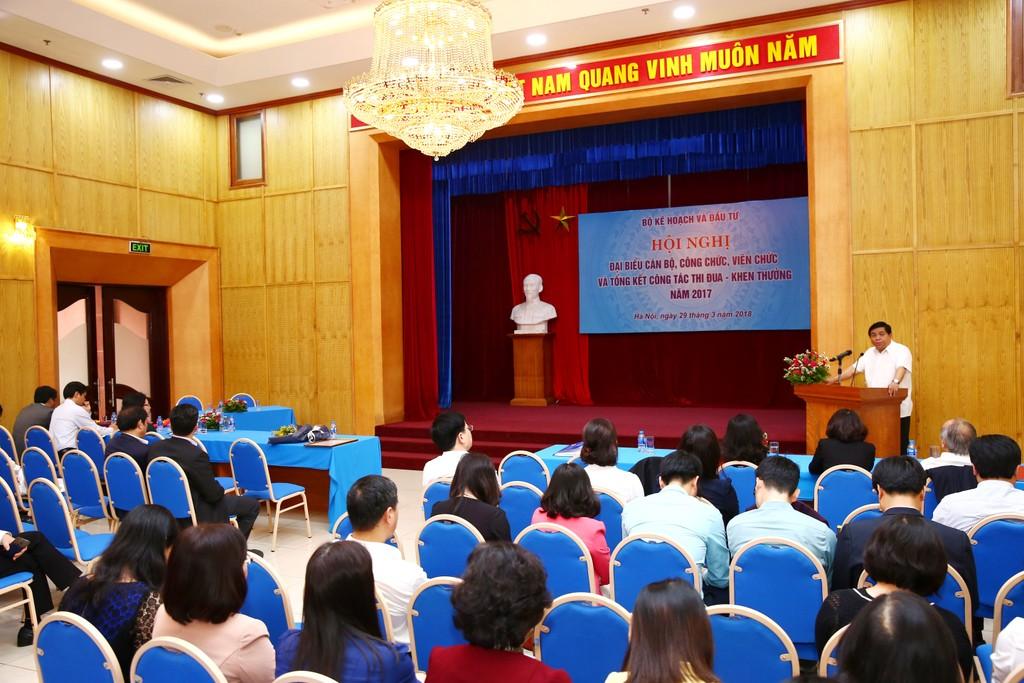 Bộ trưởng Bộ Kế hoạch và Đầu tư Nguyễn Chí Dũng phát biểu tại hội nghị. Ảnh: Lê Tiên