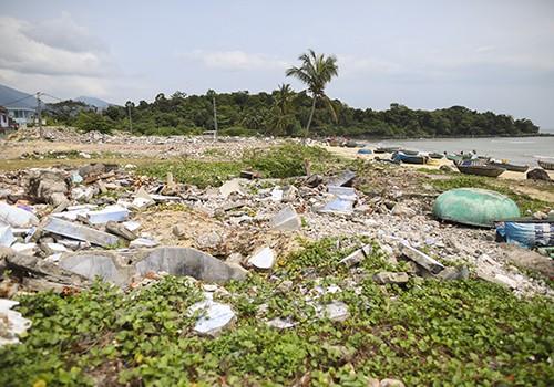 Hơn 500 hộ dân làng biển Nam Ô đã di dời để thành phố bàn giao đất cho dự án xây dựng khu sinh thái.