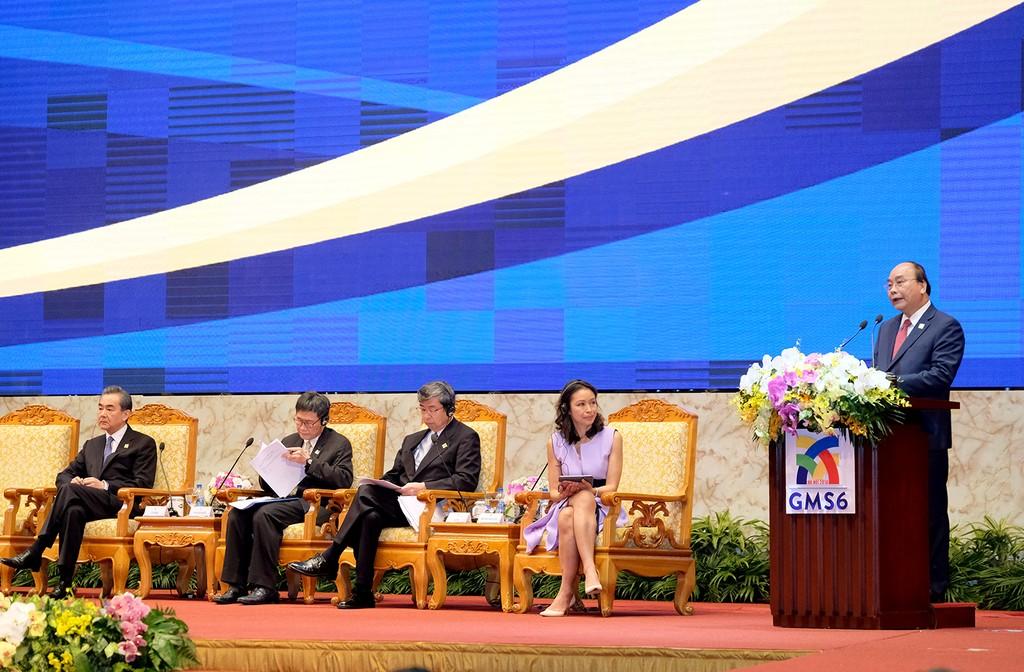 Thủ tướng Nguyễn Xuân Phúc phát biểu khai mạc Diễn đàn Thượng đỉnh kinh doanh GMS. Ảnh: VGP