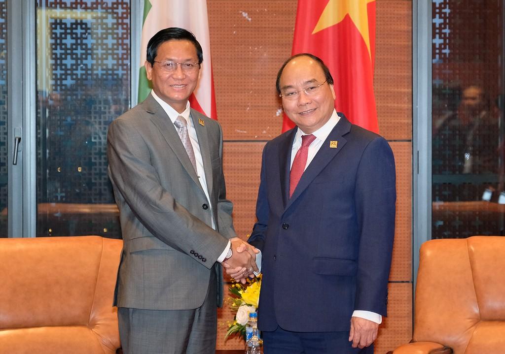 Thủ tướng Nguyễn Xuân Phúc và Phó Tổng thống Mynamar Henry Van Thio. Ảnh: VGP