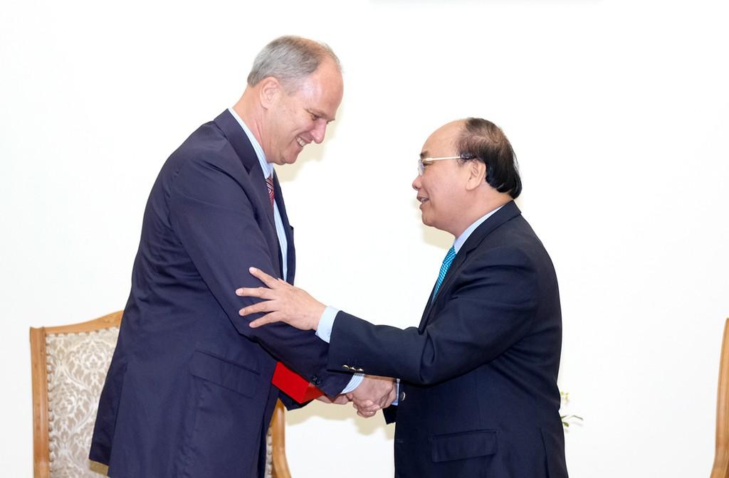 Thủ tướng Nguyễn Xuân Phúc và Đại sứ CHLB Đức tại Việt Nam, Christian Berger. Ảnh: VGP