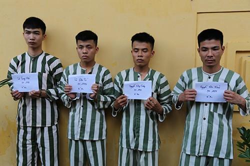 Bốn trong bảy nghi can bị bắt.