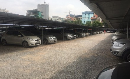 Bãi trông giữ xe trái quy định 4 lần bị xử phạt vẫn ngang nhiên tồn tại đầy thách thức.