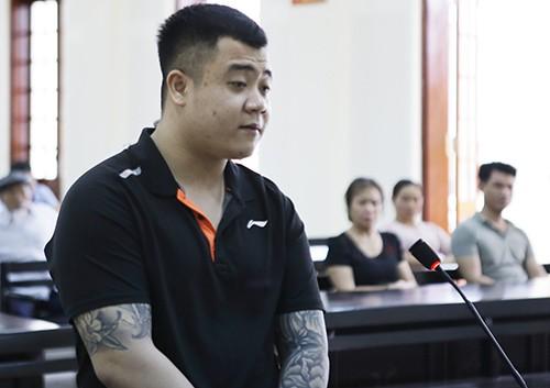 Trần Anh Tuấn nghe tòa tuyên án.