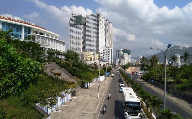 Lo ngại cao ốc Mường Thanh 42 tầng gây tắc đường tại Hòn Chồng - ảnh 1