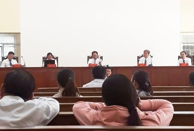 Phiên tòa xét xử nguyên Trưởng Phòng LĐ-TB&XH huyện Trần Văn Thời. (Ảnh: CTV)