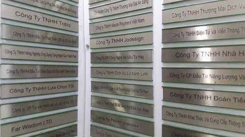 Một phần trong danh sách hàng trăm công ty cùng thuê tại Lầu 9 của một tòa nhà trên đường Nguyễn Huệ (TP HCM), trụ sở theo đăng ký của Modern Tech.