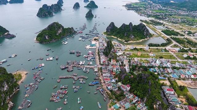 Giao dịch mua bán đất nền tại Vân Đồn (Quảng Ninh) trước thời điểm huyện đảo này trở thành đặc khu kinh tế rất nóng.
