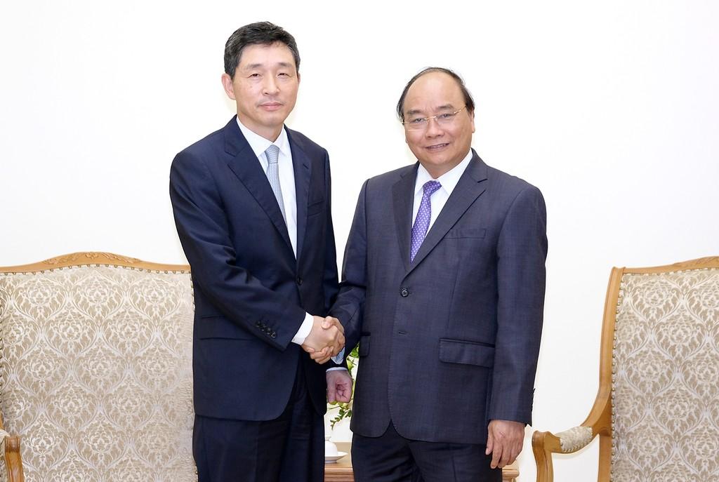 Thủ tướng Nguyễn Xuân Phúc tiếp Đại sứ Hàn Quốc Lee Hyuk. Ảnh: VGP
