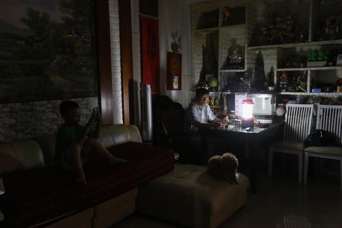 Cuộc sống không điện nước của cư dân Carina - ảnh 1