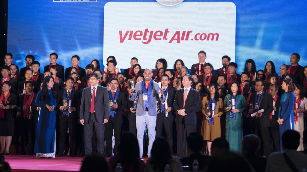 Phó Giám đốc Thương mại Jay L Lingeswara nhận giải thưởng