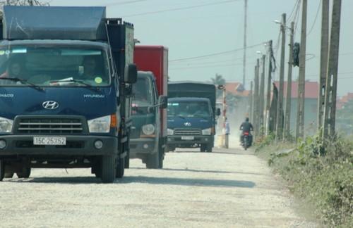 Người dân tự dựng barie thu phí ôtô trên đường liên xã ở Hải Phòng - ảnh 1