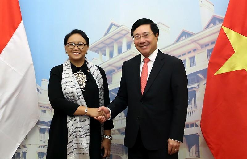 Phó Thủ tướng Phạm Bình Minh và Bộ trưởng Ngoại giao Indonesia Retno Marsudi. Ảnh: VGP