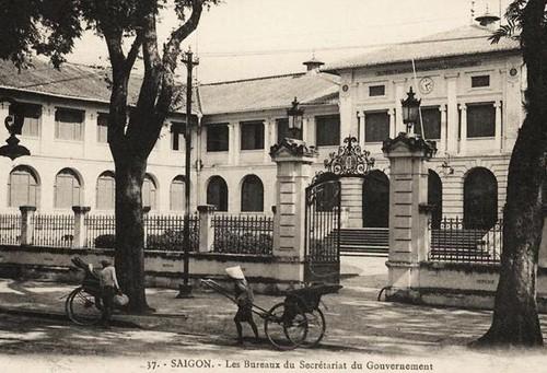 Tòa nhà 130 tuổi ở Sài Gòn có nguy cơ bị phá bỏ - ảnh 1