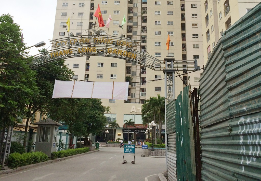 Đường vào Chung cư Thăng Long Garden