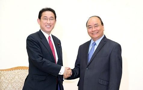 Thủ tướng tiếp ông Fumio Kishida, Trưởng Ban Nghiên cứu Chính sách của Đảng LDP cầm quyền Nhật Bản - Ảnh: VGP