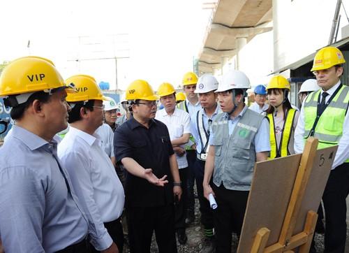 Bí thư Hà Nội Hoàng Trung Hải kiểm tra công trường thi công dự án đường sắt đô thị đoạn Nhổn - ga Hà Nội.