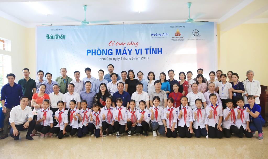 Báo Đấu thầu trao tặng phòng máy tính cho Trường THCS Nam Tân, Nam Đàn - ảnh 2