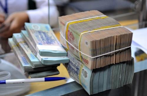 Giao dịch tiền gửi tại một ngân hàng ở TP HCM. Ảnh: PV.