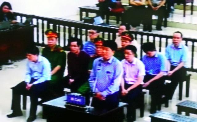 Bị cáo Đinh La Thăng tại phiên xử phúc thẩm ngày 7/5. (Ảnh chụp màn hình)