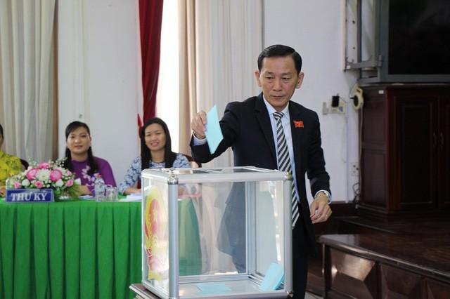 Các đại biểu bỏ phiếu bầu