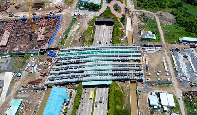 Hiện trạng bốn tuyến đường giá 12.000 tỷ đồng ở Thủ Thiêm - ảnh 3