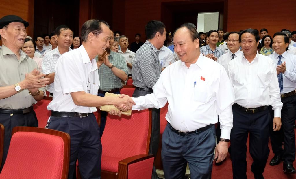 Chùm ảnh: Thủ tướng tiếp xúc cử tri Hải Phòng - ảnh 1