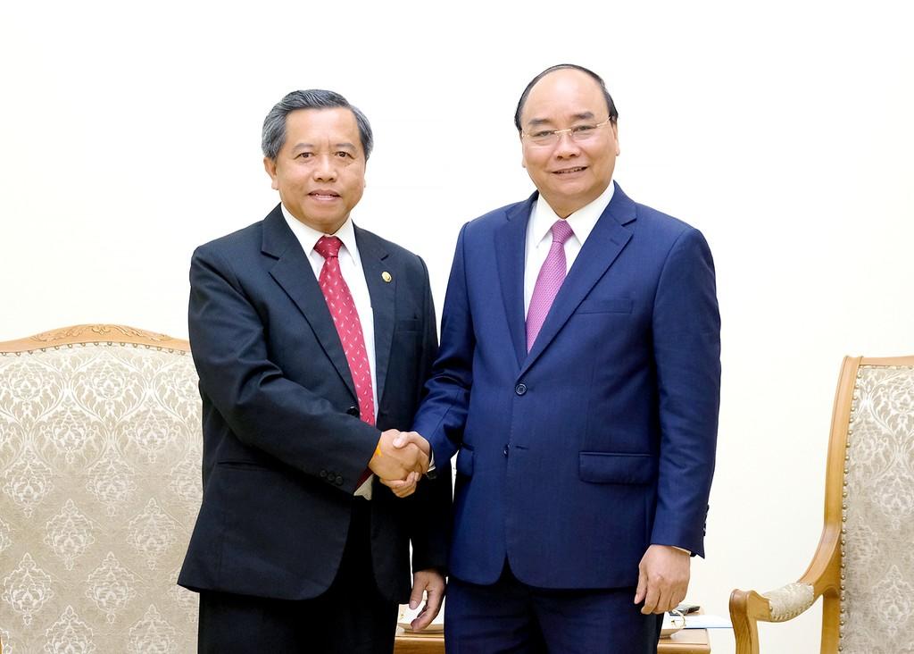 Thủ tướng Nguyễn Xuân Phúc và GS.TS. Boviengkham Vongdara, Bộ trưởng Bộ Khoa học và Công nghệ, Chủ tịch Viện Khoa học Quốc gia CHDCND Lào - Ảnh: VGP