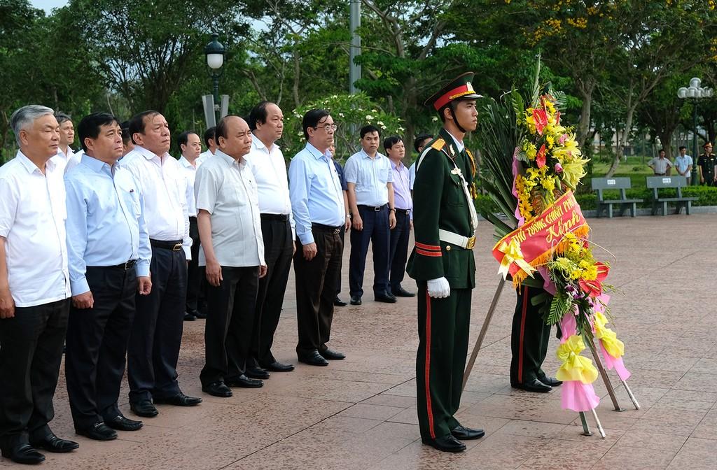 Thủ tướng Nguyễn Xuân Phúc làm việc với tỉnh Quảng Trị - ảnh 2