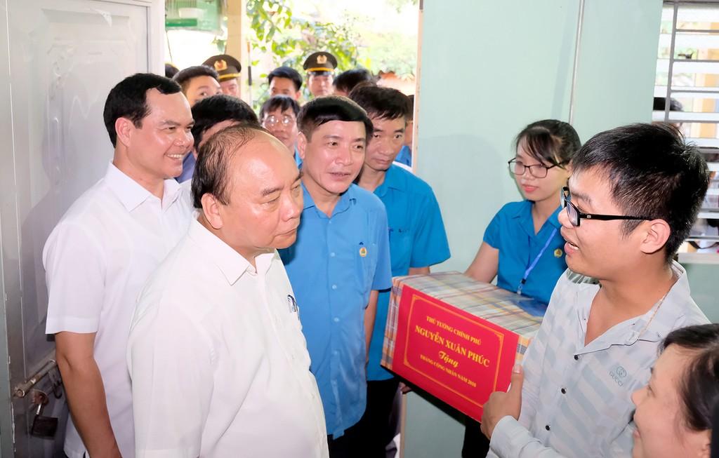 Thủ tướng thăm khu trọ của công nhân tại Hà Nam - ảnh 6