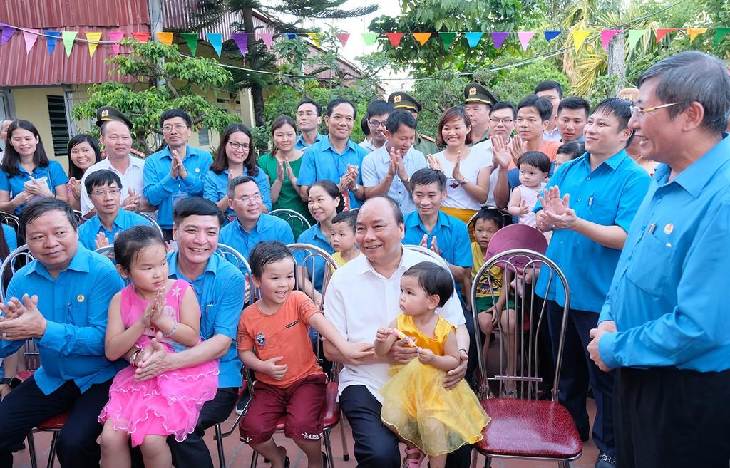 Thủ tướng thăm khu trọ của công nhân tại Hà Nam - ảnh 7