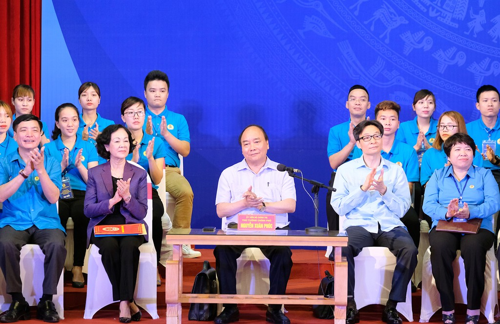 Thủ tướng: Đối thoại để giải quyết vấn đề bức xúc của công nhân - ảnh 1