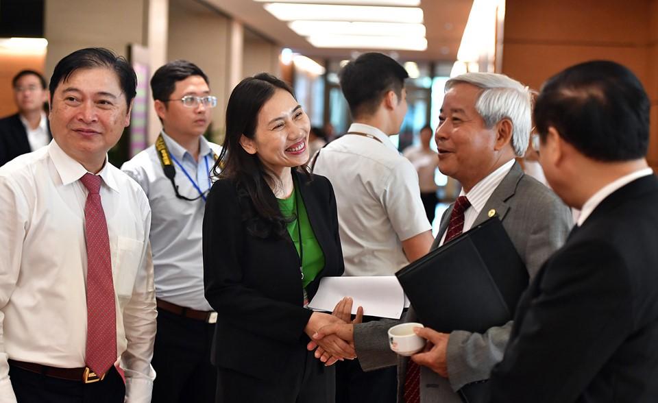 Đại biểu Quốc hội gặp gỡ ngày khai mạc kỳ họp thứ 5 Quốc hội khóa XIV - ảnh 1