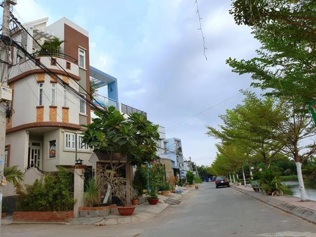 Những ngôi nhà khang trang tại khu dân cư bắc Phong Phú (ấp 5, xã Phong Phú, huyện Bình Chánh) đã nhiều năm xây dựng hoàn chỉnh nhưng vẫn chưa có sổ.