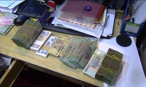 Hàng chục đại gia Sài Gòn đánh Poker ăn tiền trong khách sạn - ảnh 2