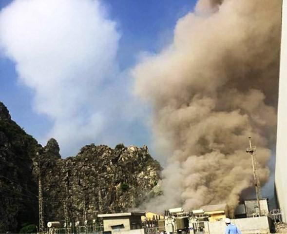 Vụ nổ làm khói bụi bốc cao