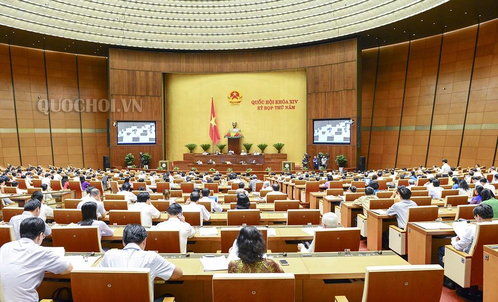 Ngày 25/5, Quốc hội thảo luận ở hội trường về đánh giá bổ sung kết quả thực hiện kế hoạch phát triển kinh tế - xã hội và ngân sách nhà nước năm 2017. Ảnh: QH