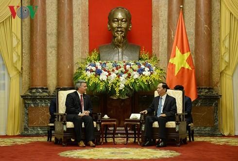 Chủ tịch nước Trần Đại Quang và Thượng Nghị sĩ Cory Gardner